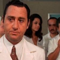 Il prof. dott. Guido Tersilli primario della clinica Villa Celeste convenzionata con le mutue | Luciano Salce (1969)